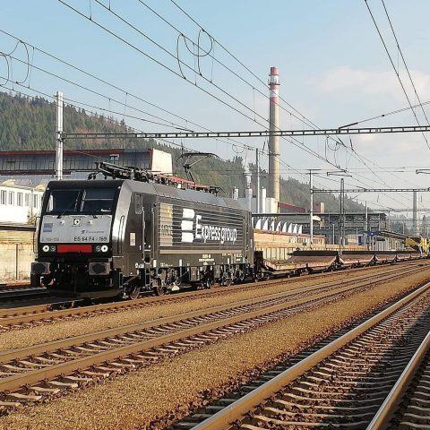 Rušeň Siemens 189.159 - preprava kombajnov