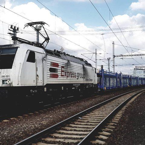 Rušeň Siemens 189.845 - preprava nových vozňov z TVP na prepravu automobilov